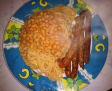 Spaghetti z fasolką w sosie pomidorowym
