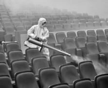 Pandemiczne teatrowanie, czyli bełkot