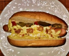Hot dog z jajecznicą
